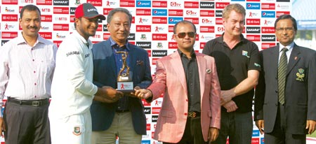 Shakib has no woe for another record