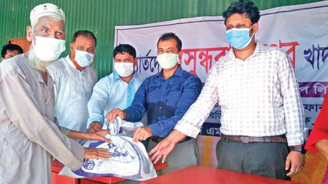 Bashundhara Group aids flood-hit people