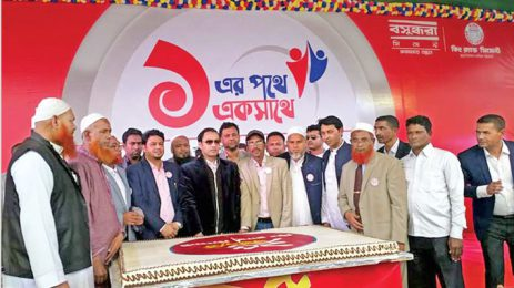 Sayem Sobhan Anvir Cuts A Cake To Celebrate The Silver Jubilee Of King Brand Cement