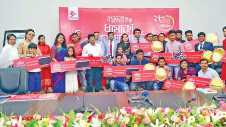 Bashundhara Tissue distributes prizes among scratch card winners